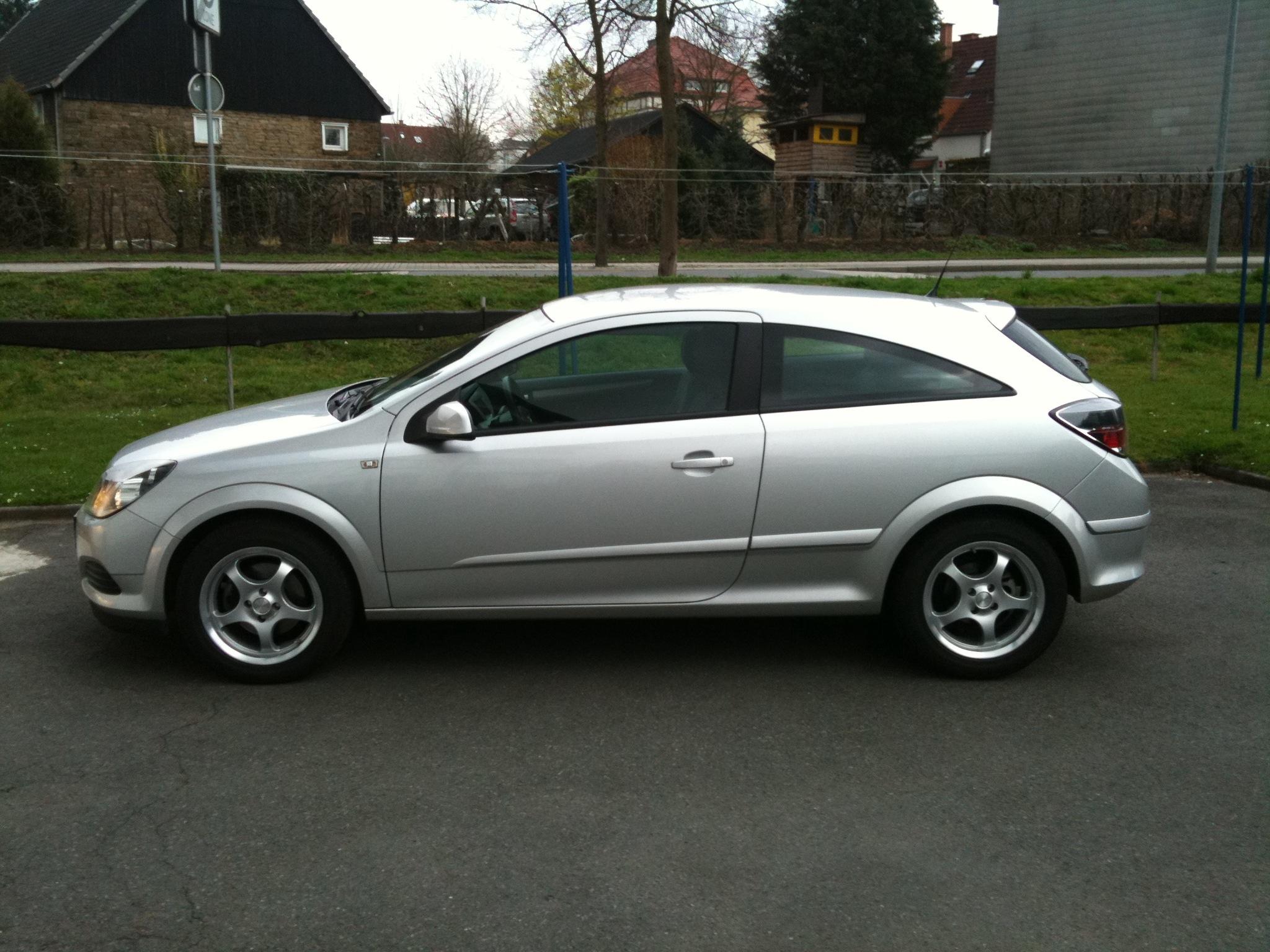 Opel Astra H GTC Seitenansicht